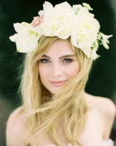 ideas para diademas de novia hechas con flores naturales jose villa via oncewed 2