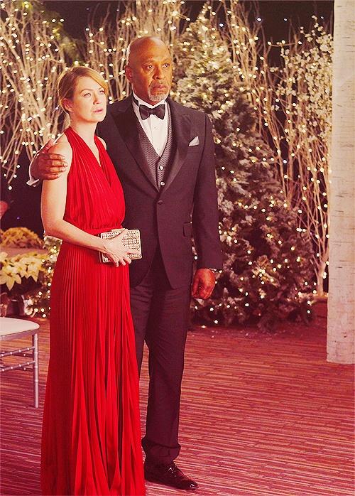 Boda de Navidad en Anatomía de Grey. Damas de rojo.